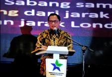 وزير الداخلية يشجع الحكومة المحلية على تشكيل خدمة مكتبة