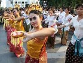 رقصة اريا من بالي في مدينة سيمارانغ