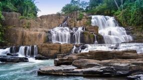 De waterval van Parangloe in Gowa, Zuid Sulawesi