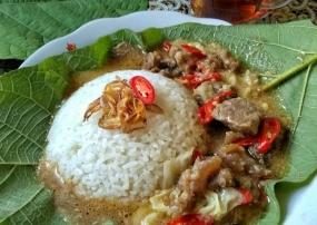 Nasi Jangkrik : Een uniek menu van Kudus, Midden-Java