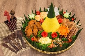 Traditie van Rijst Tumpeng in Indonesië