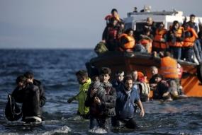 Griekse stakers protesteren tegen de bouw van een migrantenkamp