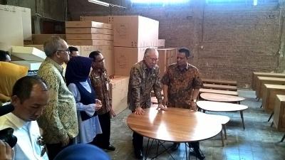 De minister van handels heeft meubilairexporten naar Italië vrijgegeven