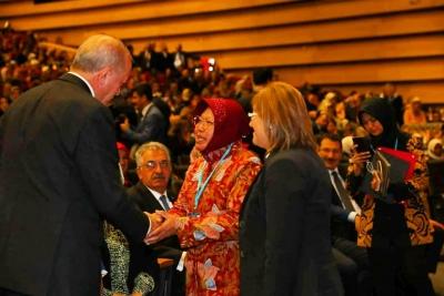 De burgemeester van Risma inspireert Turkse vrouwen toen zij presiden erdogan ontmoette