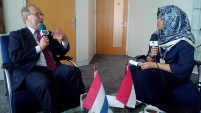 Erasmus Huis : Media voor de samenwerking tussen Indonesie en Nederland in de taal en cultuur gebieden
