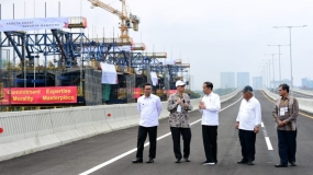 Jokowi :  de Snelle trein van Jakarta naar Bandung en de  LRT worden voltooid in 2021