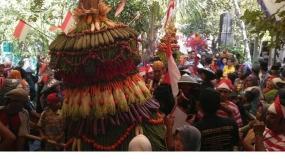 De traditie Apit van de stad Grobogan, Midden Java