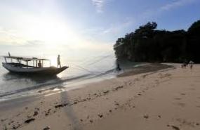 La plage de Solong à Banyuwangi, Java de l'Est