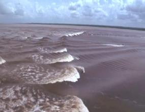 Le charme des vagues de Bono de la rivière Kampar