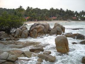 La plage Parai Tenggiri qui se trouve aux  îles Bangka Belitung