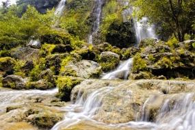 Der Sri Gethuk Wasserfall in Yogyakarta