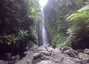 Der Srambang Wasserfall in Ost Java