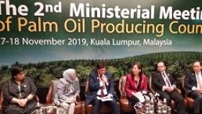 Indonesia-Malaysia Berkomitmen Membuat Standar Bersama Sertifikasi Minyak Kelapa Sawit