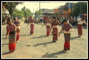 東ヌサトゥンガラ州のBIDUダンス