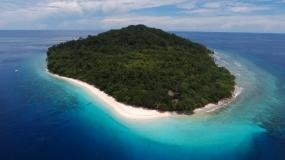 MalukuのMolana島