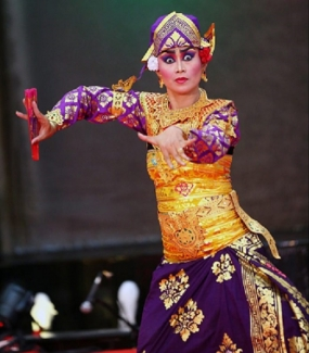 バリのTRUNAJAYAダンス