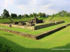 ジョクジャカルタと特別州のCANDI ABANG(アバンの寺院)