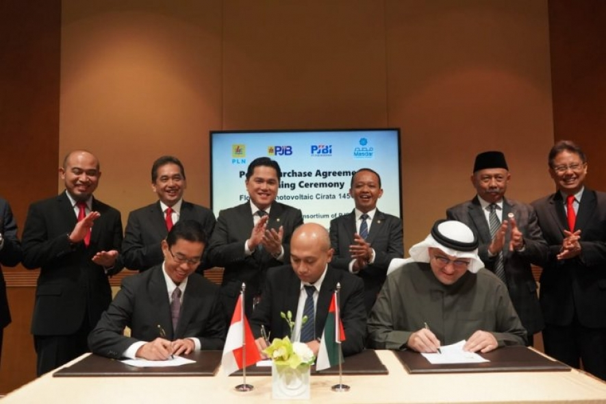 Head of the Investment Coordinating Board (BKPM) Bahlil Lahadalia (third right) witnessed the signing of a power purchase agreement among Masdar, PLN, and PJBI in Abu Dhabi on Sunday (Jan 12, 2020).