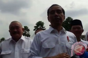 President Joko Widodo was speaking after handing out thousands of land certificates to farmers and communities at the Plaza Benteng Kuto Besak, Palembang, South Sumatra, on Friday.