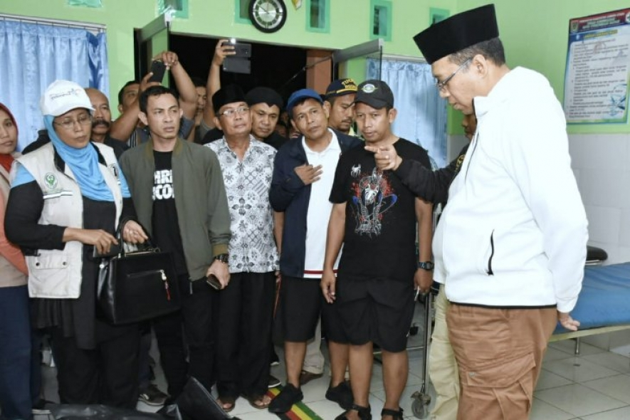 The governor of West Nusa Tenggara Dr. Zulkieflimansyah S.E., M.Sc. addresses the earthquake's survivors in North Lombok, Sunday