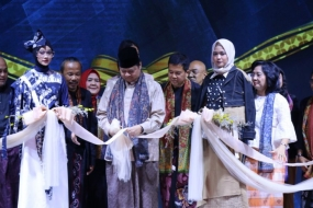 Minister of Industry inaugurates Muslim fashion festival