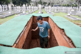 A funeral officer prepares the grave of former Indonesia's first lady Ani Yudhoyono for he funeral on Sunday, June 2, 2019, at the Kalibata Heroes Cemetery in South Jakarta