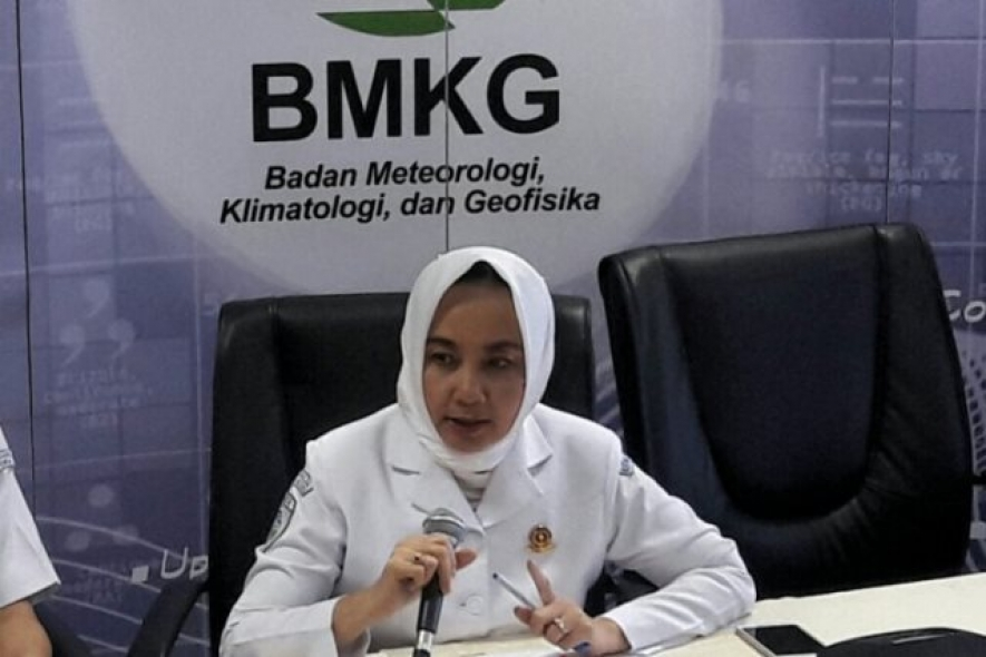 Head of BMKG Dwikorita Karnawati during a press conference at Building C, BMKG Office, Jakarta, on Sunday morning (12/23/2018)