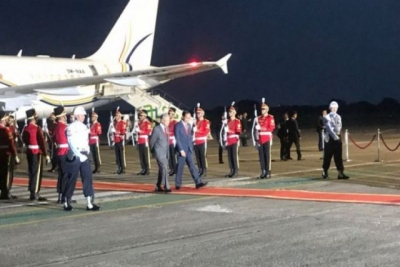 Jokowi Welcomes Arrival of Mahathir at Halim Perdanakusuma Airport