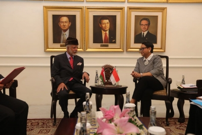 Minister Retno Marsudi discussed several issues with Minister Yusuf bin Alawi bin Abdullah