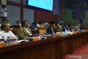 Education and Culture Minister, Muhadjir Effendy (third from left), during a working meeting with the House of Representatives (DPR) Commission X in Jakarta on Monday. (June 24, 2019)