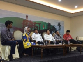 Political Dialogue at Media Center of Parliamentary