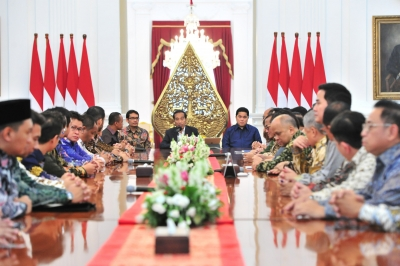 President Jokowi received the board of KADIN and HIPMI, at Merdeka Palace, Jakarta, Wednesday (6/12)