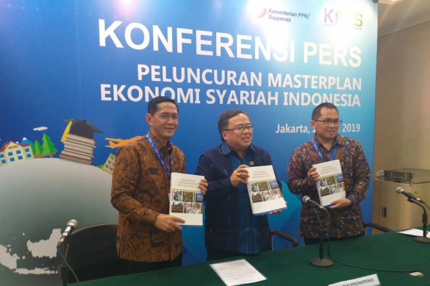 The National Development Planning Minister/Head of the National Development Planning Agency Bambang Brodjonegoro (center) in a press conference in Jakarta on Tuesday.