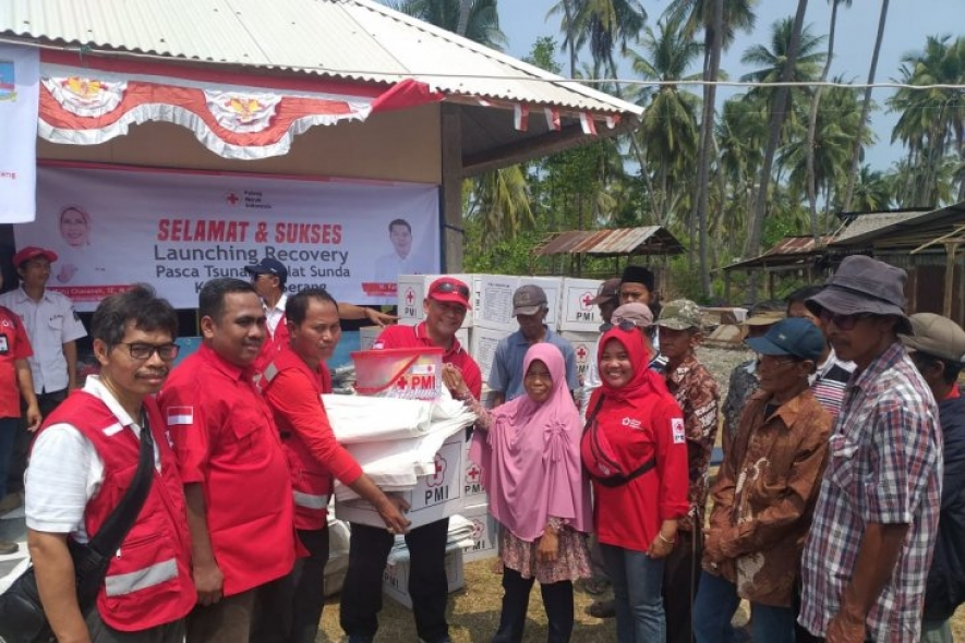 The Indonesian Red Cross (PMI) distributed school kits, hygiene kits, baby kits, blankets and tarps to the people of Sangiang Island, Serang District, Banten Province, who suffered from the impact of last year's tsunami. (ANTARA/HO/Palang Merah Indonesia)