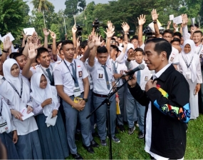 The President Meets the High Shool Students