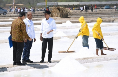 President Jokowi Visits Production of Salt Ponds in East Kupang