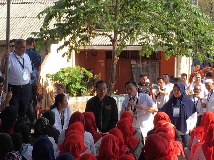 President Joko Widodo when holding a dialogue with the citizens of Bantarjati Administrative Village, Bogor City, West Java