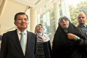 Vice President Jusuf Kalla (left) and Iranian vice president for Women and Family Affairs, Masoumeh Ebtekar (second right) met in Kalla's office to strengthen bilateral cooperation between the two countries.