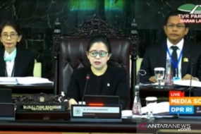 A screengrab of Speaker Puan Maharani (center) opening the third session of the House of Representatives for the 2019 to 2020 period on Monday (March 30, 2020) in Jakarta