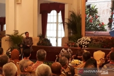 President Joko Widodo (Jokowi) delivers remarks at the opening ceremony Work Meeting of Chief Delegation with Foreign Affairs Ministry at the Presidential Palace in Jakarta, Thursday, January 9, 2020