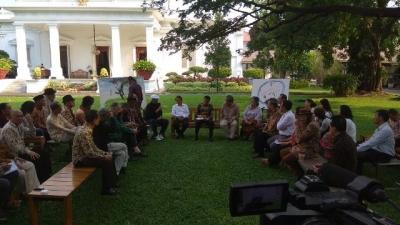 Meeting Cultural Activists, President Joko Widodo Confirms Infrastructure Development for Unity