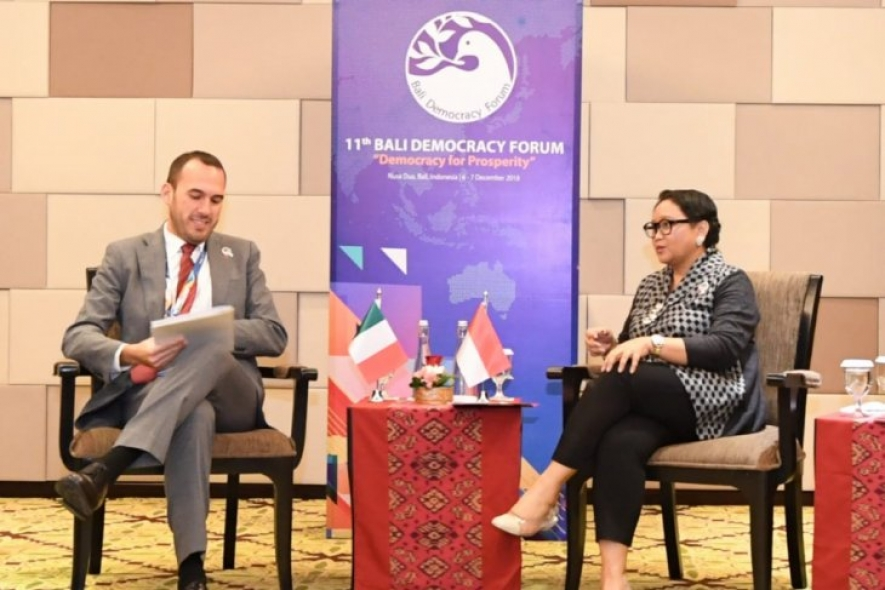 Indonesia's Foreign Affairs Minister Retno L. P. Marsudi and Italy's Deputy Foreign Affairs and International Cooperation Minister Manlio Di Stefano during a meeting in Bali in December last year.