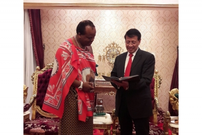 The Special Envoy of the President, HE Nur Hassan Wirajuda, recently met His Majesty King Mswati III in Swaziland. The meeting discussed ways and means to strengthen bilateral relation including sharing of best practices & capacity building