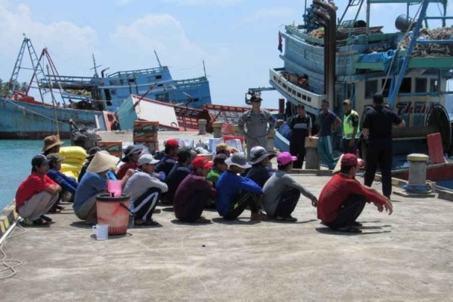 The Indonesian authorities detain foreign fishing vessels for poaching in the country's waters