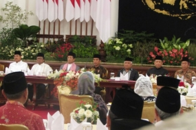 President Joko Widodo at a fast-breaking gathering with officials of state institutions, cabinet ministers and business leaders at the state palace in Jakarta on Friday.
