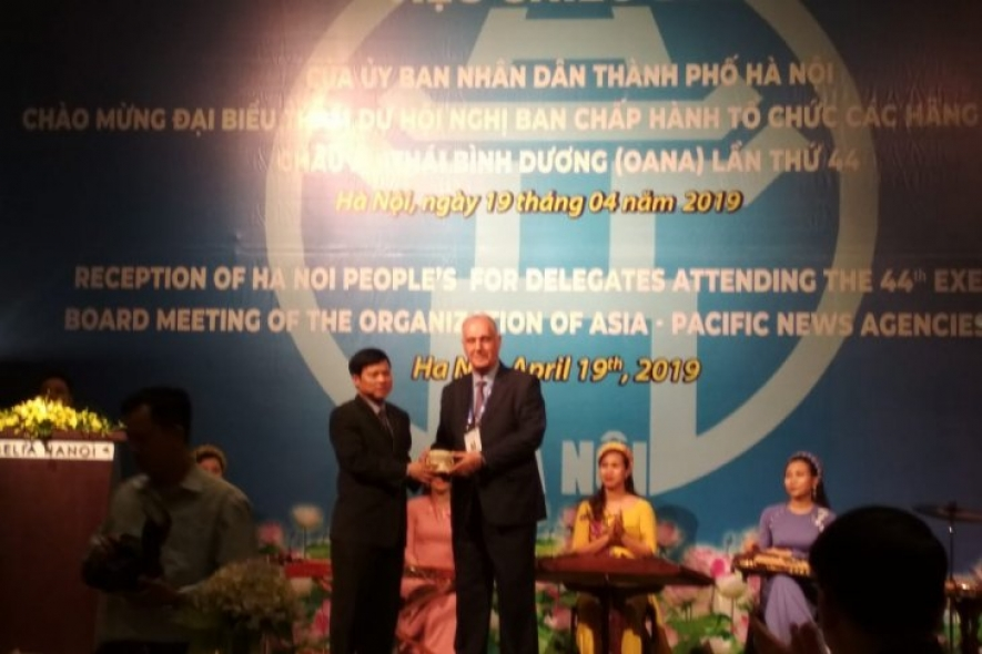 The 44th Executive Board Meeting of OANA in Hanoi opened on Friday (18/4/2019) by the Director General of Vietnam News Agency (VNA), Nguyen Duc Loi (left) and OANA President Aslan Aslanov (right).