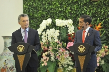 President Jokowi and Argentine President Mauricio Macri delivered a joint press statement, at the Presidential Palace in Bogor, West Java, Wednesday (26.6) afternoon.