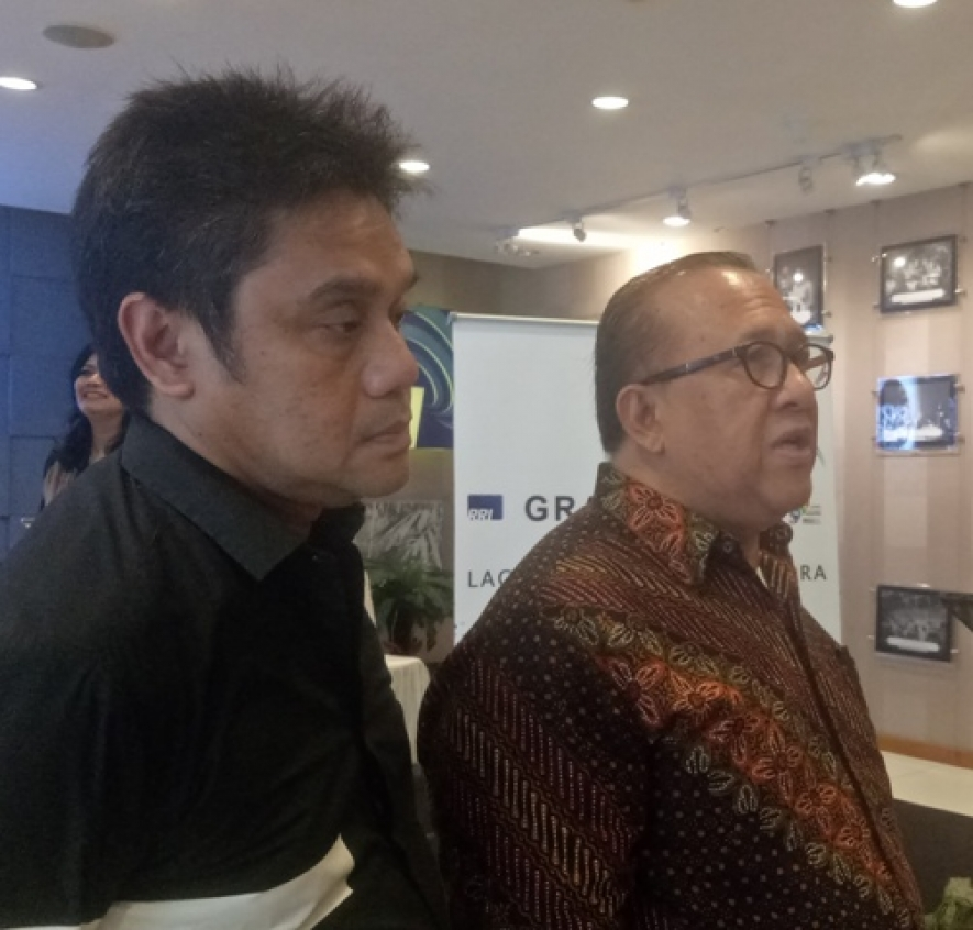 Chairman of the Nusantara Regional Pop Song Writing Competition 2018, Sapta Nirwandar and Musician Dwiki Dharmawan after press conference on Grand Final of Nusantara Regional Pop Song Writing Competition 2018