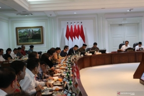 President Joko Widodo chaired a limited meeting on the Omnibus Law at the Presidential Office in Jakarta, Wednesday (Jan 15, 2020).