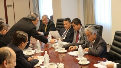 Minister Ignasius Jonan led the Indonesian Government delegation at a meeting with the CEO of Inpex Corporation, in Tokyo, Japan, Monday (27/5). (Photo: Public Relations of the Ministry of Energy and Mineral Resources)